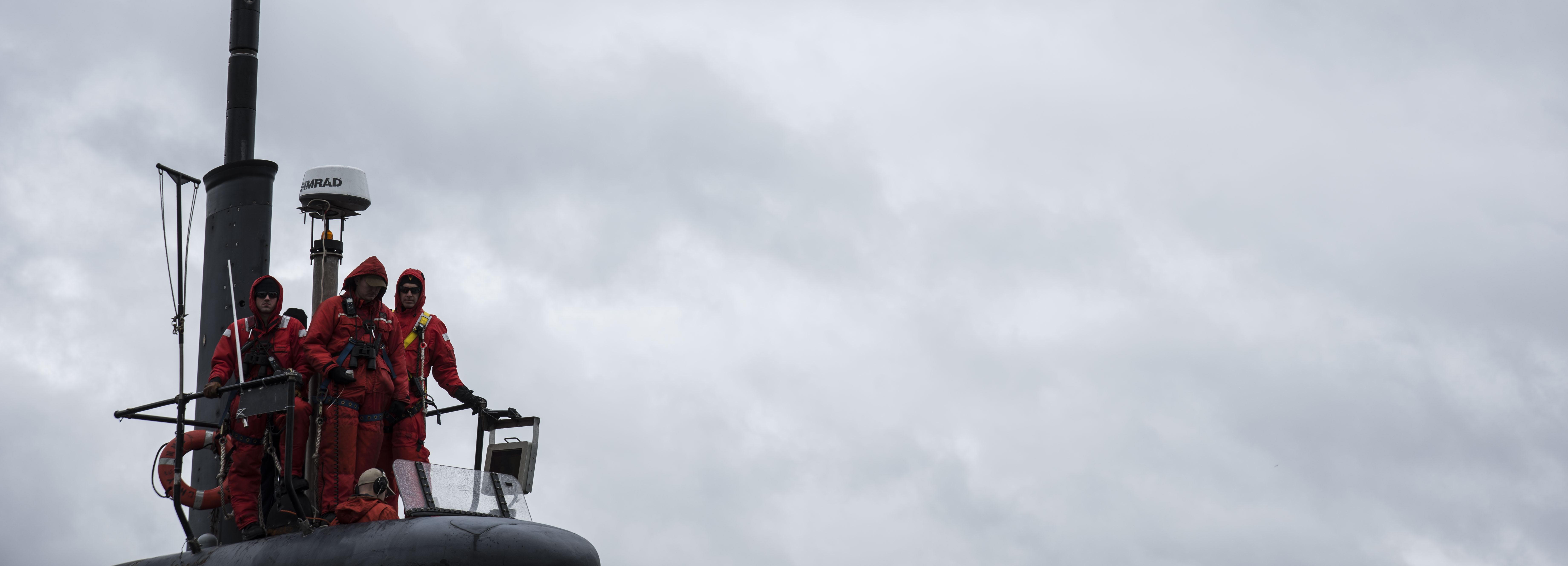 USS Cheyenne Departs Yokosuka