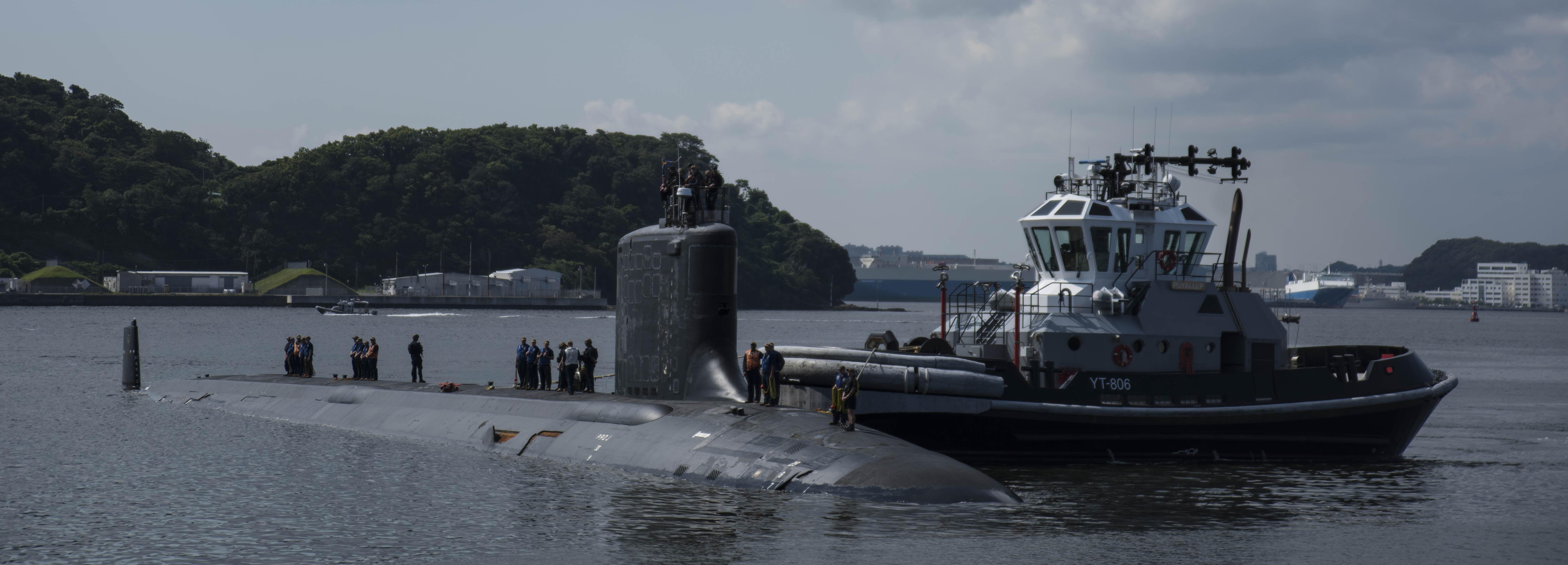 USS Illinois (SSN 786) visits CFAY
